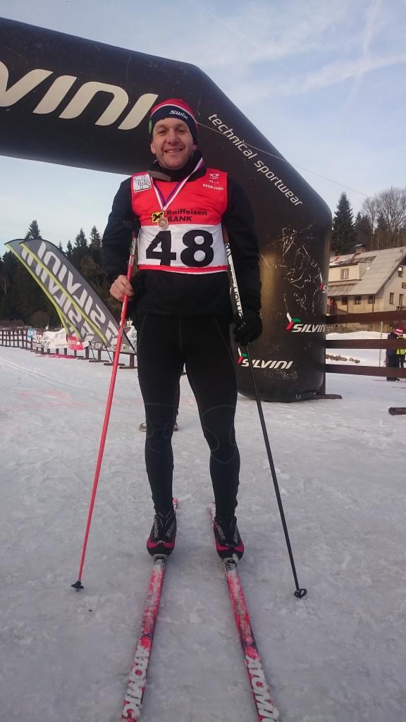 V únoru jsem také úspěšně absolvoval Bobolopet = závod opravdových chlapů na 90 km v Jizerských horách. Kvůli nedostatku sněhu byl zkrácen o 4 km, ale zlepšení času oproti loňské premiéře o hodinu i pořadí v prv í půlce klasiků je jistě slibným ukazatelem formy.