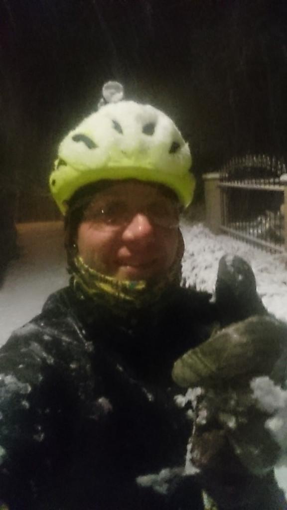 Závěr února - 29.2. návrat z práce byl ve znamení sněhové vánicer. Dojížděl jsem domů v - 2 st. C a na 7 cm nové sněhové pokrývky.